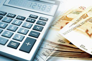 qual o valor do salário mínimo - calculadora e maço de notas de cinquenta